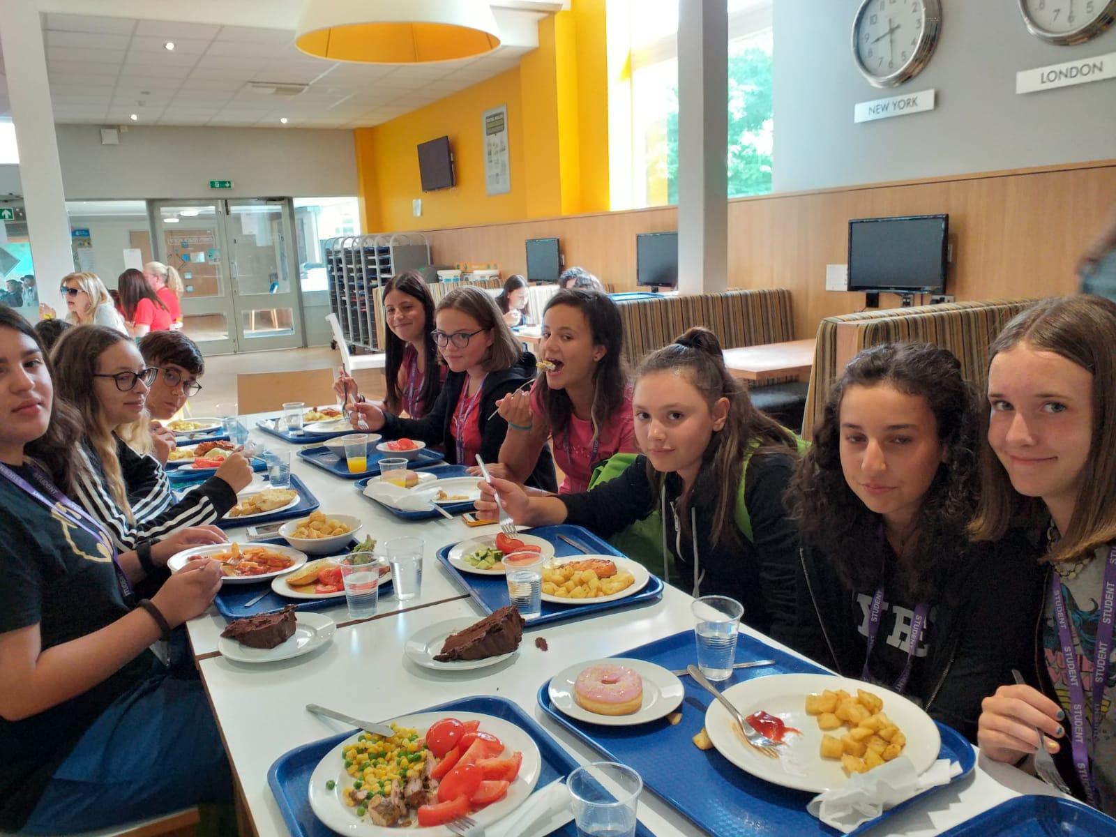students.canteen.chiuni